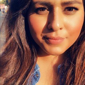 Meet your Posher, Carmen inez